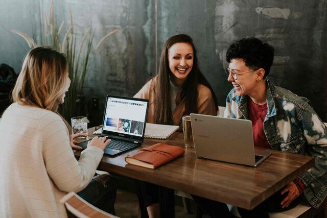 2020年の中・上級人材需要予測、リゾート・教育・IT・小売りで増加