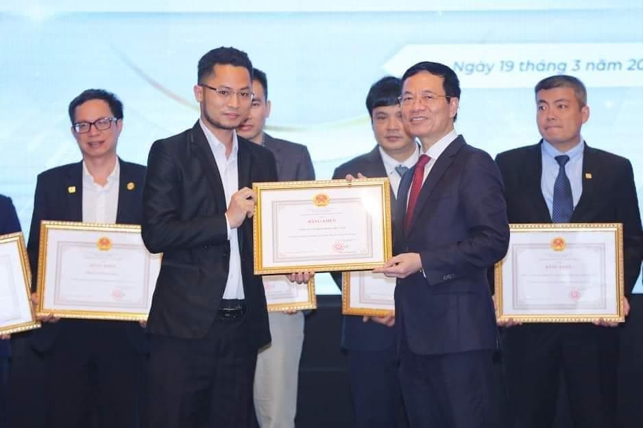 DEHA VIETNAMはベトナムの情報通信省大臣から表彰状を授与